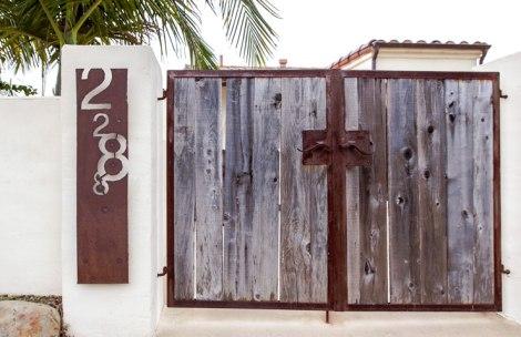 Gate_Hillside-House-2