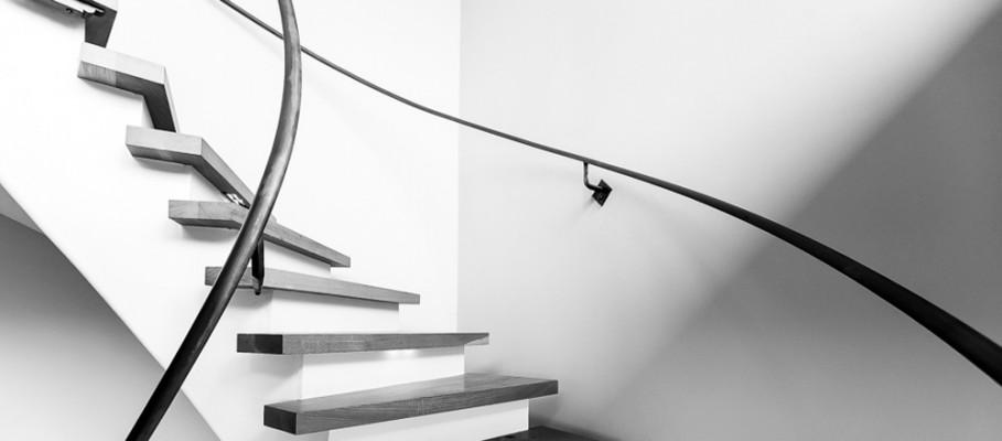 Ventura-Hillside-House_stairway-banner